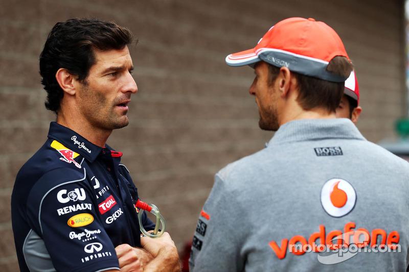 (L naar R): Mark Webber, Red Bull Racing met Jenson Button, McLaren bij de rijdersparade