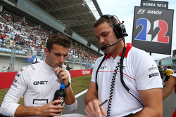 Jules Bianchi, Marussia F1 Team MR02 with Paul Davison, Marussia F1 Team Race Engineer on the grid