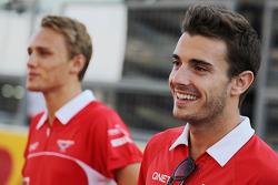 (L naar R): Max Chilton, Marussia F1 Team met teamgenoot Jules Bianchi, Marussia F1 Team