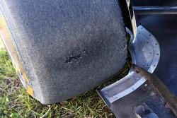 Versleten Pirelli band op deLotus F1 E21 van Kimi Raikkonen, Lotus F1 Team, die spinde tijdens de tweede trainingsessie