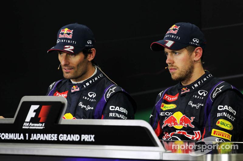 (L naar R): Mark Webber, Red Bull Racing en racewinnaar Sebastian Vettel, Red Bull Racing bij de FIA-persconferentie