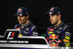 (Da esquerda para direita): Mark Webber, Red Bull Racing, e o vencedor da corrida Sebastian Vettel, Red Bull Racing, na coletiva de imprensa da FIA