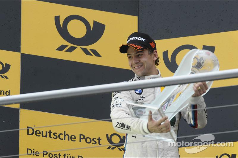 2e plaats in het kampioenschap voor Augusto Farfus, BMW Team RBM, met zijn beker