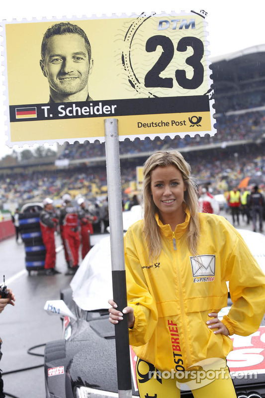 Grid girl de Timo Scheider, Audi Sport Team ABT Sportsline Audi A5 DTM