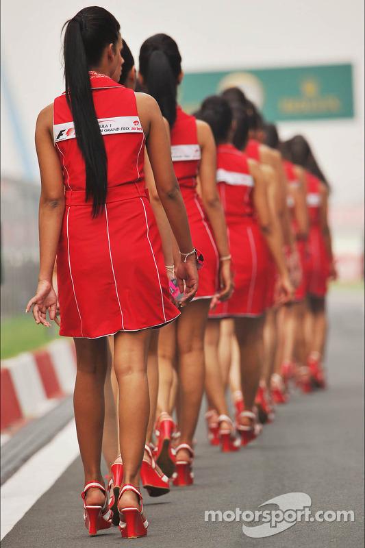 Grid girls na parada de pilotos