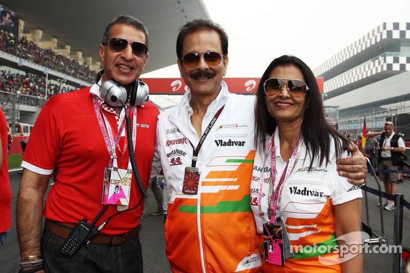 (L naar R): Subrata Roy Sahara, Sahara Chairman met zijn vrouw Swapna Roy, en Rajan Bharti Mittal, Bharti Enterprises Vice Chairman en Managing Director, op de grid