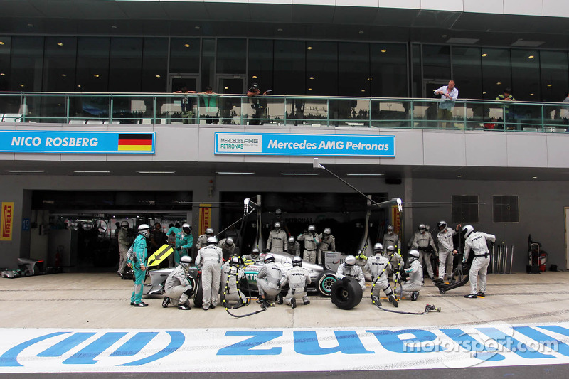 Nico Rosberg, Mercedes AMG F1 W04 makes a pit stop