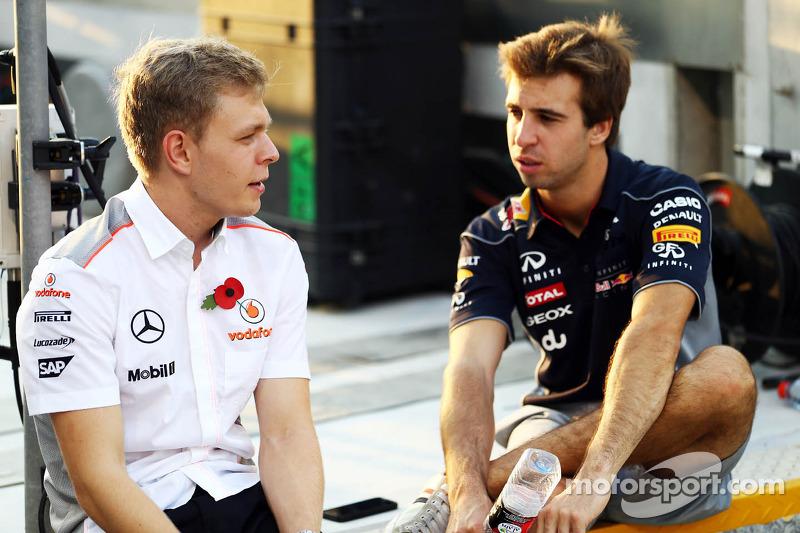 (L naar R): Kevin Magnussen, Testrijder McLaren met Antonio Felix da Costa, Testrijder Red Bull Raci