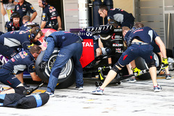 Red Bull Racing practice a pit stop