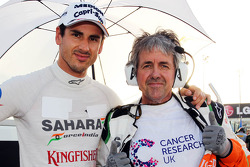 (L to R): Adrian Sutil, Sahara Force India F1 with Neil Dickie, Sahara Force India F1 Team on the grid
