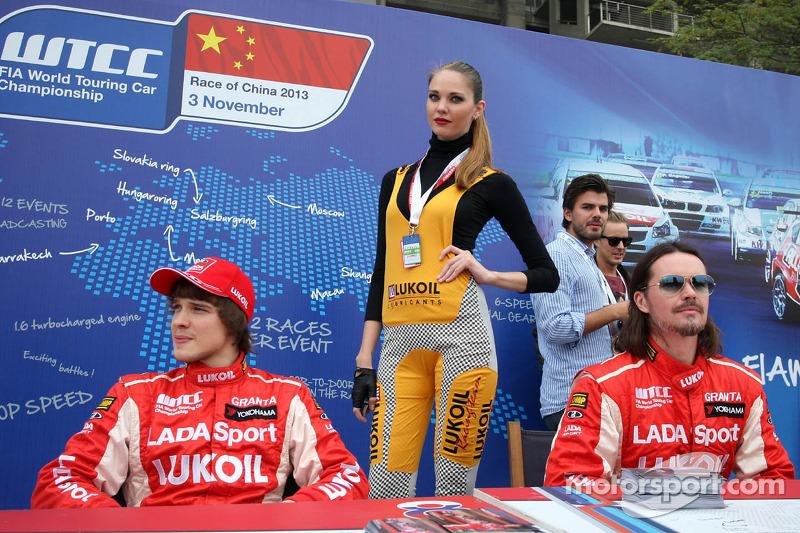 (L-D) Mikhail Kozlovskiy, LADA Granta, LADA Sport Lukoil en  James Thompson, Lada Granta, LADA Sport Lukoil