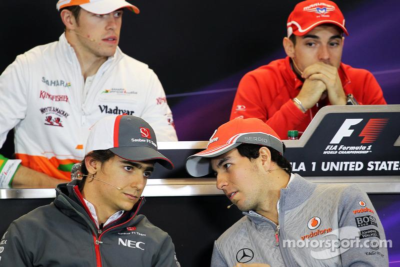 (L naar R): Esteban Gutierrez, Sauber en Sergio Perez, McLaren bij de FIA-persconferentie
