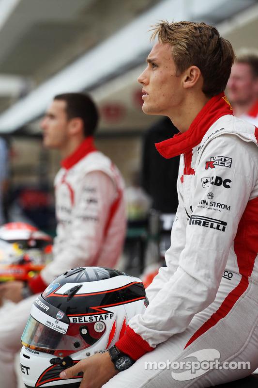 Max Chilton, Marussia F1 Team em um foto da equipe