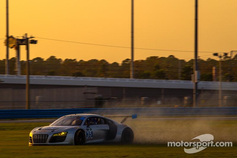 #35 Flying Lizard Motorsports Audi R8: Dion von Moltke, Oliver Jarvis goes off track