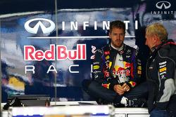 Sebastian Vettel, Red Bull Racing com Dr Helmut Marko, Red Bull Motorsport Consultant