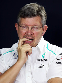 Ross Brawn, Mercedes AMG F1 Teamchef, in der FIA Pressekonferenz