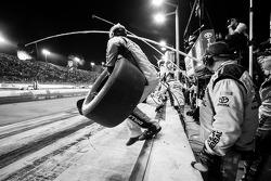 Pit stop for Matt Kenseth, Joe Gibbs Racing Toyota