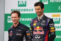 O pódio: Christian Horner, chefe de equipe da Red Bull Racing com segundo colocado Mark Webber, Red