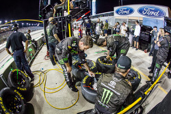 Crew members for Kyle Busch