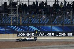 Valtteri Bottas, Williams FW35 se retira de la carrera después de chocar con Lewis Hamilton, Mercedes AMG F1 W04