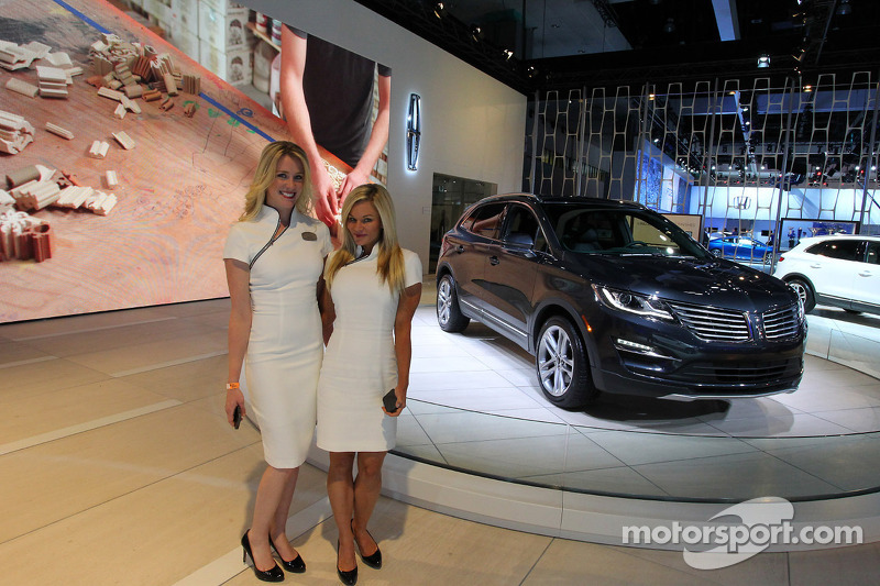 LINCOLN MKZ At Los Angeles Auto Show Automotive Photos - Lincoln car show