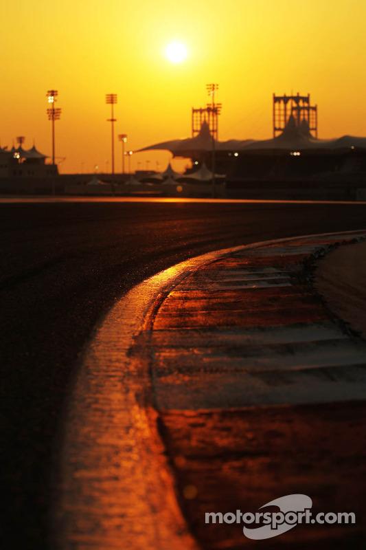 Sol se põe sobre Bahrein