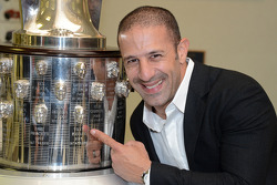 Tony Kanaan presents his likeness on the Borg-Warner Trophy