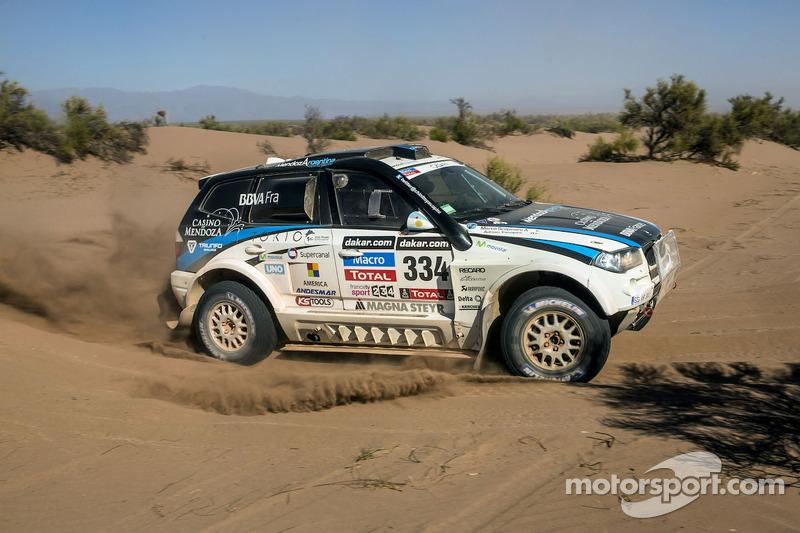 #334 BMW: Adrian Yacopini, Marco Scopinaro