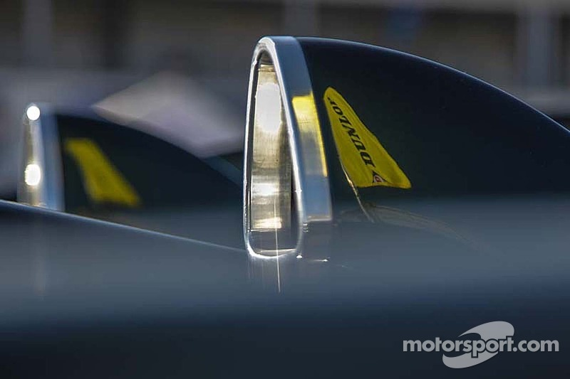 Dunlop flags reflected on intakes