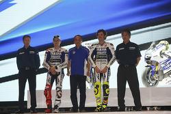 Jorge Lorenzo und Valentino Rossi präsentieren die Yamaha YZR-M1