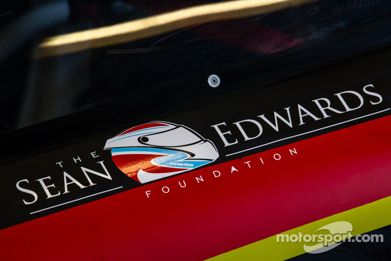 Il logo Sean Edwards Foundation sulla # 30 NGT Motorsport Porsche 911 GT America