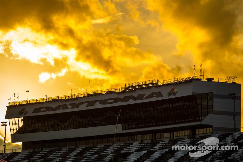 Tramonto spettacolare nel cielo di Daytona