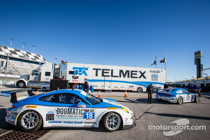 #18 Muehlner Motorsports America Porsche 911 GT America