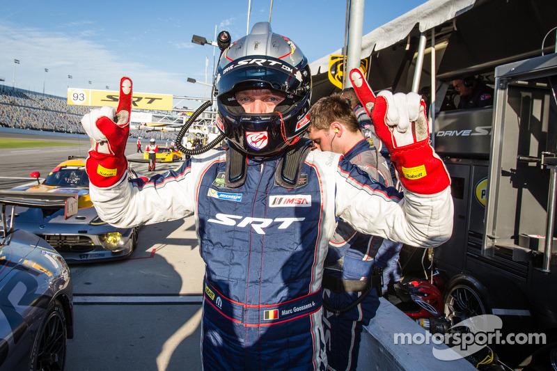 GT Pole kazananı Marc Goossens kutlama yapıyor