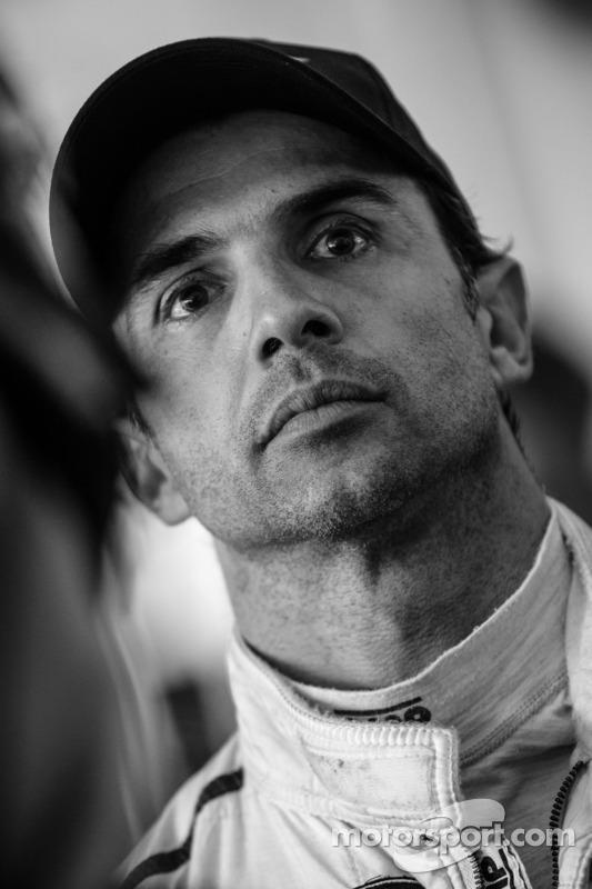 Yarış gerginliğini sonu: Christian Fittipaldi yarışın son turunu izliyor