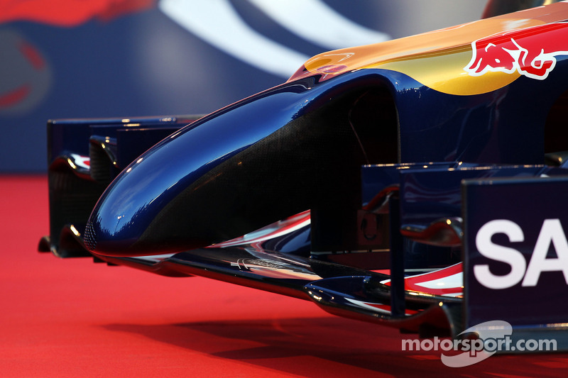 La Scuderia Toro Rosso STR9 viene presentata: deettaglio ala anteriore e musetto