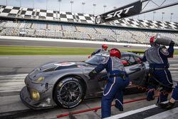 Pit stop for #91 SRT Motorsports SRT Viper GTS-R: Dominik Farnbacher, Marc Goossens, Ryan Hunter-Reay