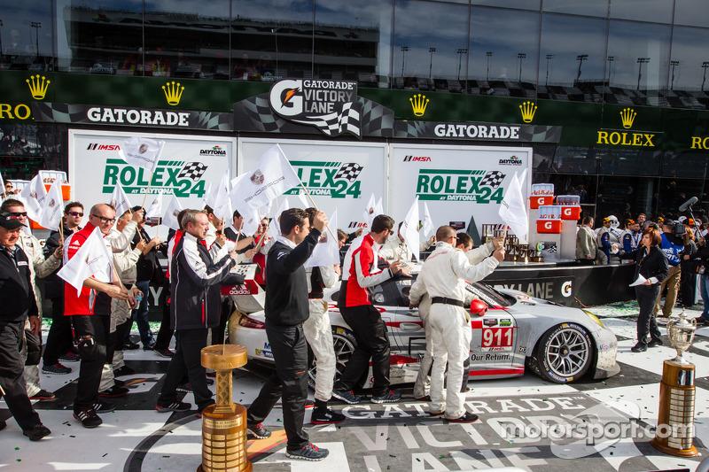 GTLM corsia vittoria: vincitori di classe Nick Tandy, Richard Lietz, Patrick Pilet