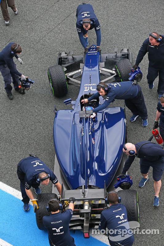 Valtteri Bottas, Williams FW36 ai box