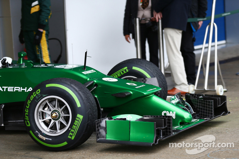 Caterham CT05 burun ve ön kanat