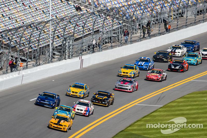 GS start: #15 Multimatic Motorsports Mustang Boss 302 R: Scott Maxwell, Jade Buford