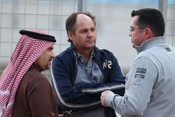 (Soldan Sağa):HRH Prens Salman bin Hamad Al Khalifa, Bahreyn Prens Veliahtı ve Gerhard Berger, ve Eric Boullier, McLaren Yarış Direktörü