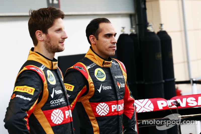 (L to R): Romain Grosjean, Lotus F1 Team with team mate Pastor Maldonado, Lotus F1 Team Lotus as the