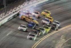 Kyle Busch, Joe Gibbs Racing Toyota fa un testacoda