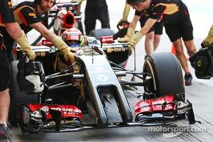 Pastor Maldonado, Lotus F1 E21 nosecone and front wing