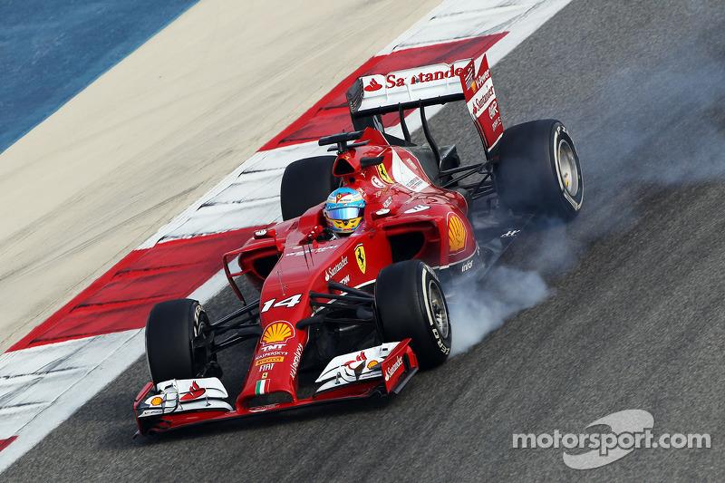 Fernando Alonso, Ferrari F14-T frenleme altında lastiklerini kilitliyor