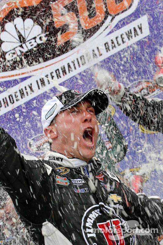 Vencedor da corrida Kevin Harvick, Stewart-Haas Racing Chevrolet