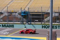 Vainqueur #1 miller Racing Chevrolet Camaro: Cameron Lawrence sous le drapeau à damier