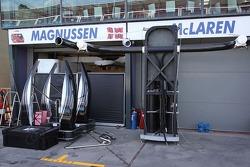 McLaren viene preparata nei box