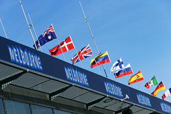 墨尔本赛道的旗帜和氛围